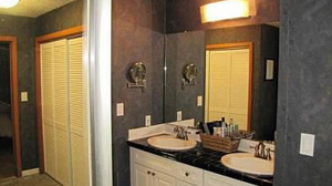 Cleveland Homes for Rent on Coronada Drive bathroom