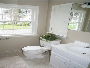 House for Rent in Cleveland Heights, Forest Hill bathroom
